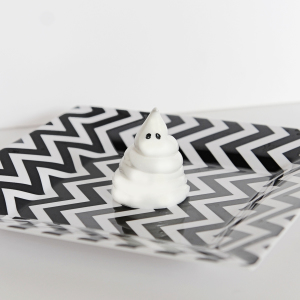 Sweets: DIY Halloween Meringue Ghosts