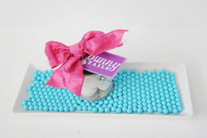 Make this Easy Bunny Tails Easter Treat with Free Tag