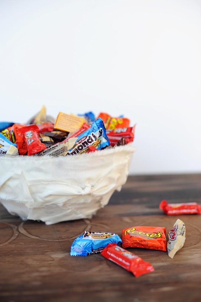 DIY Halloween Mummy Trick or Treat Bowl Craft