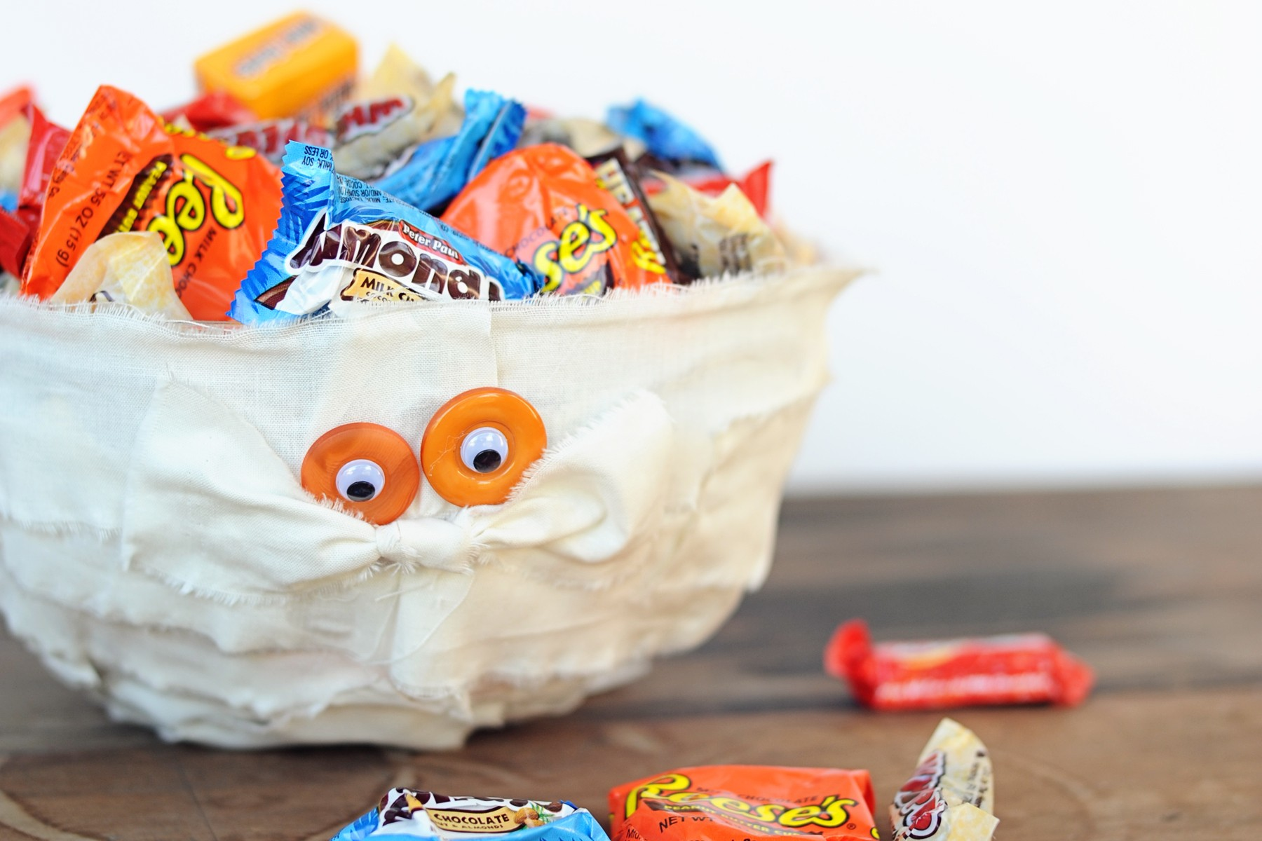 diy halloween mummy trick or treat bowl craft