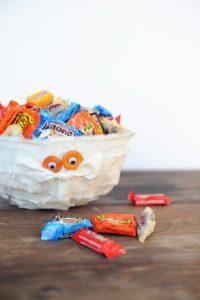 DIY Halloween Decorations : Cute Mummy Trick or Treat Bowl