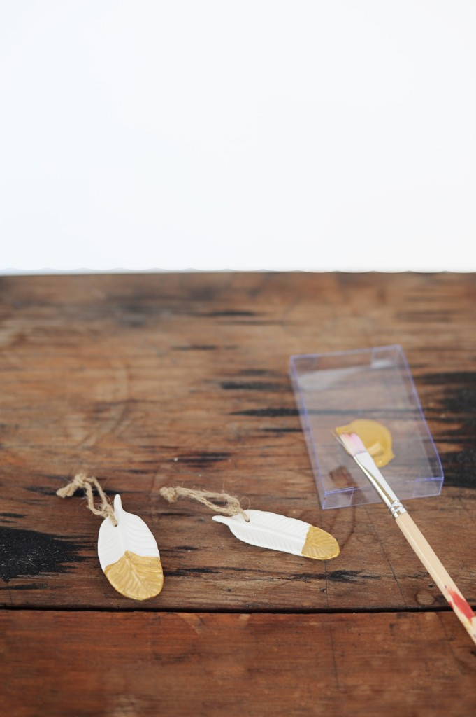 DIY gold dipped feather placecards