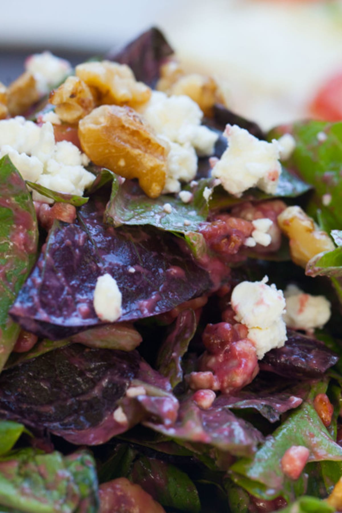 Mixed greens with pears and gorgonzola