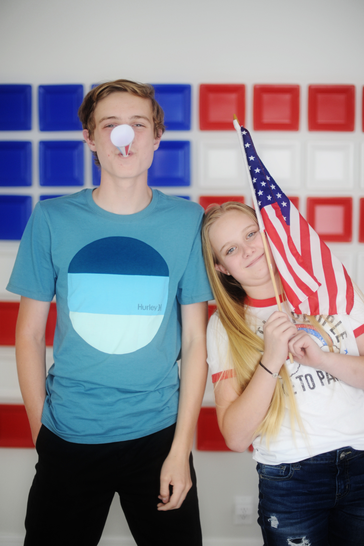 paper plate flag party photo backdrop