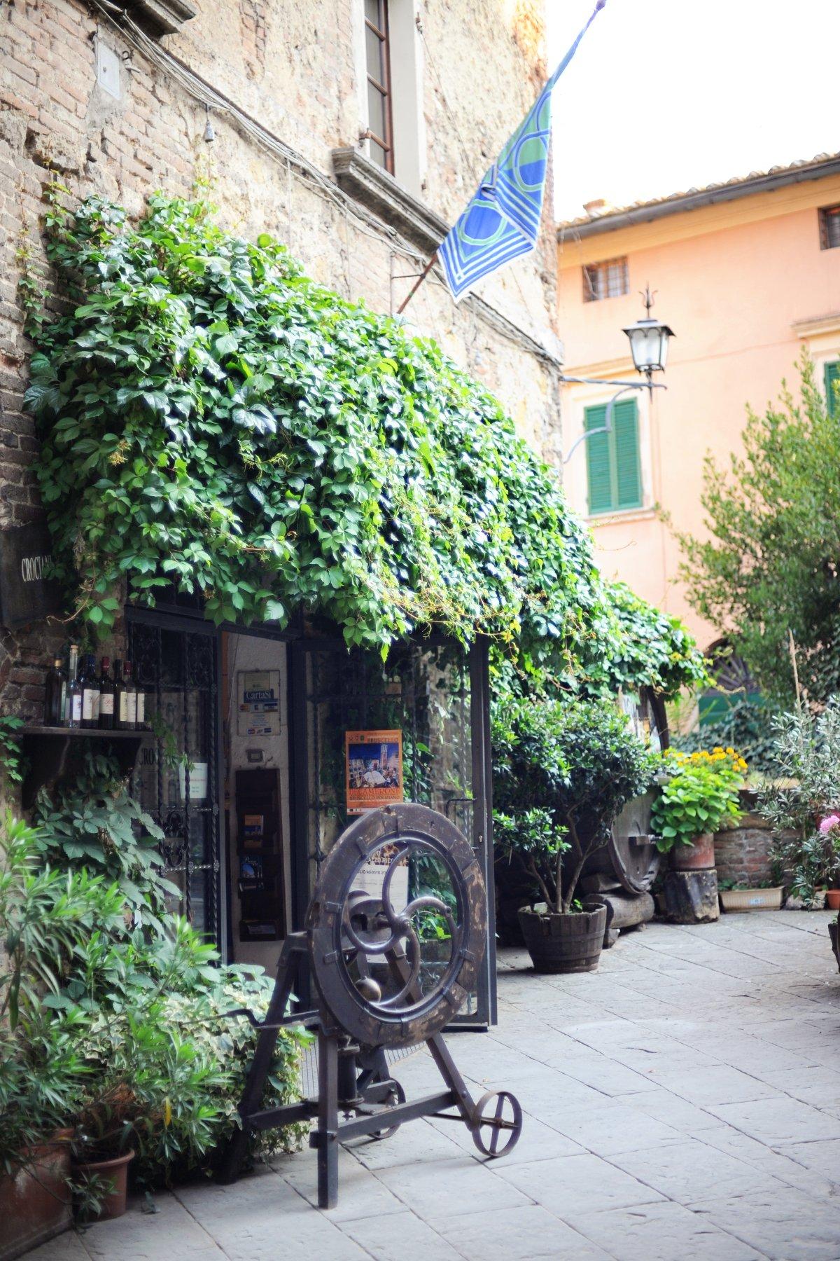 montepulciano italy travel