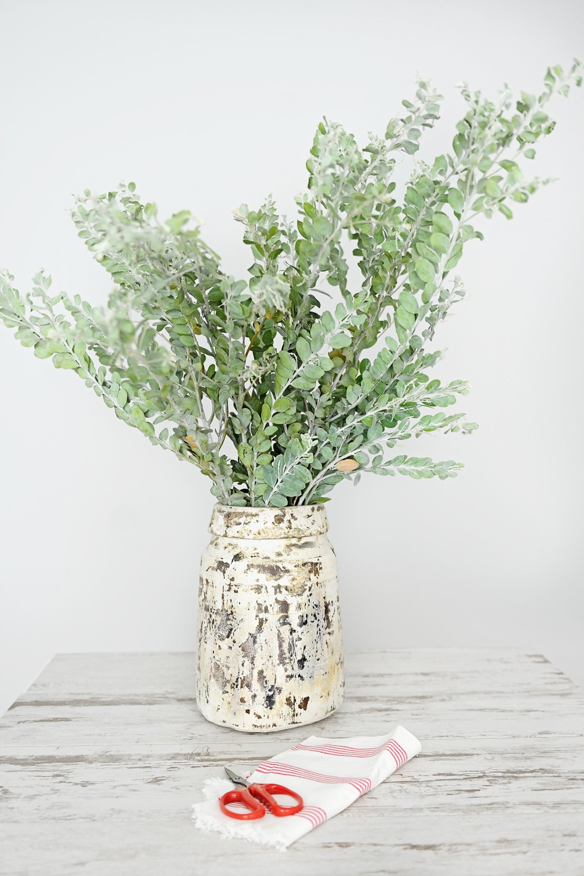 how to turn everyday items into a vase