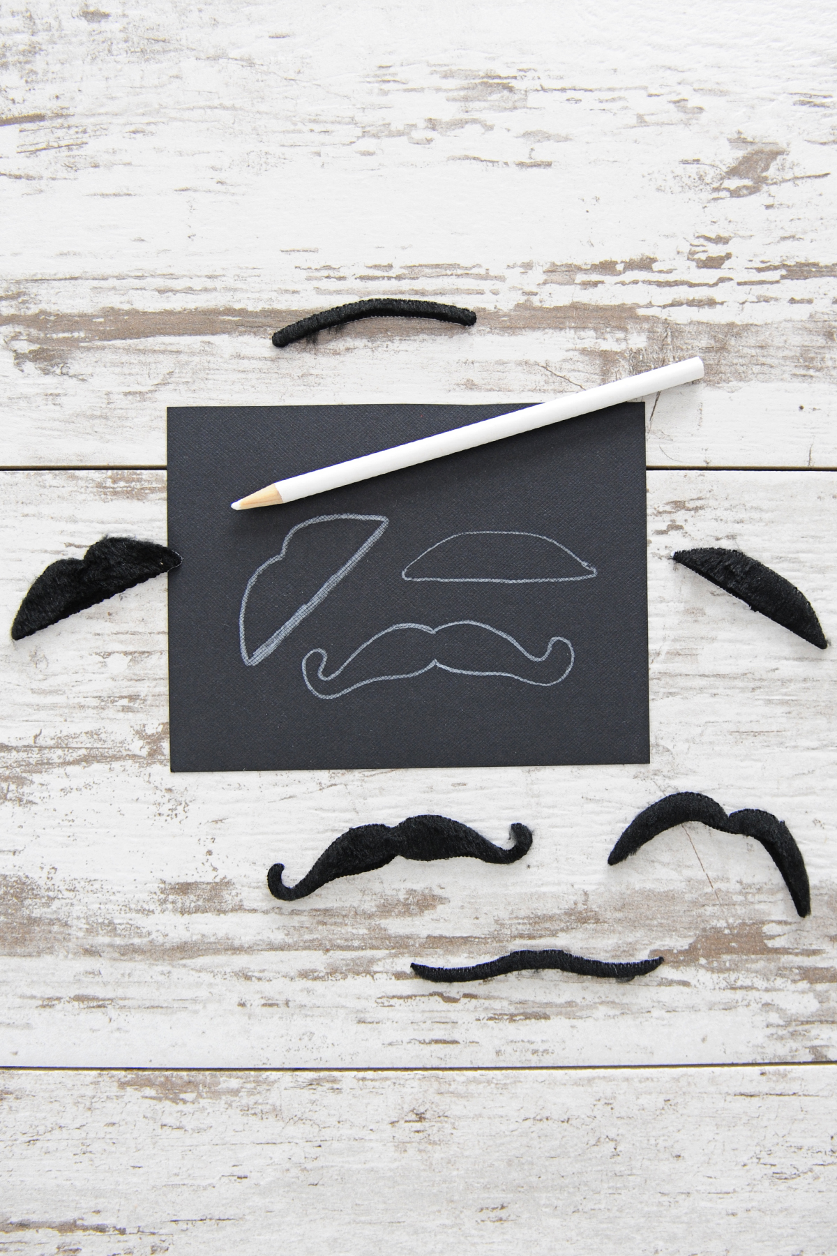 how to make mustache straw toppers step 2