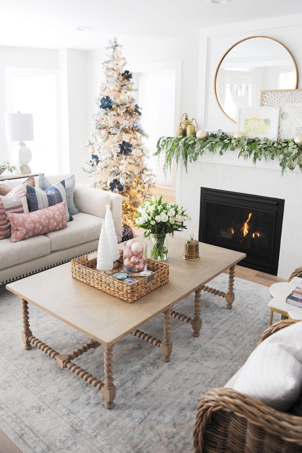 Christmas living room decorating ideas 18