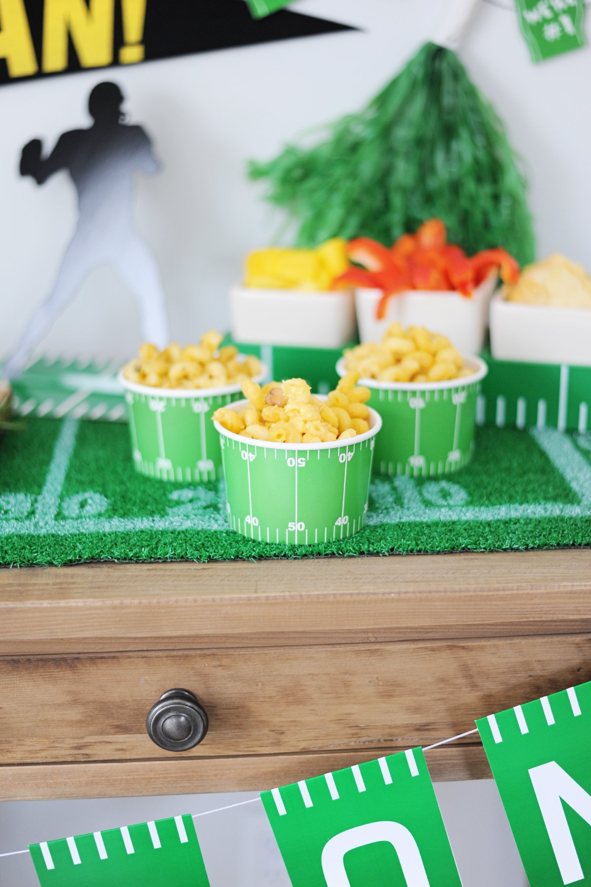 How to host a super bowl party 1